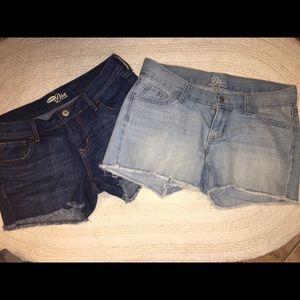 Pair of Old Navy cutoff denim shorts Sz 2